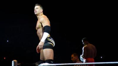 Alex Riley torna a lottare