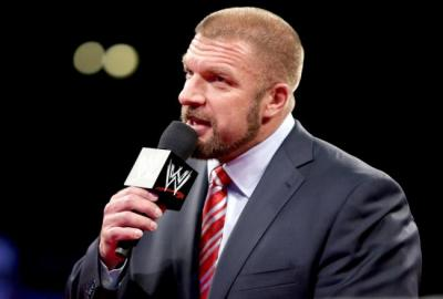 Triple H consola un piccolo fan