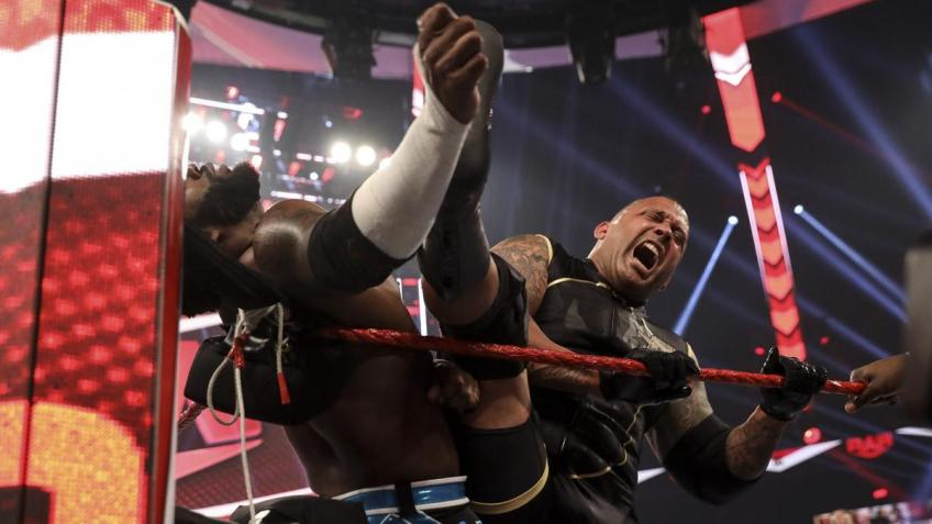 WWE Raw 31/08/2020 report (2/3) - Hurt Business e separazioni non volute