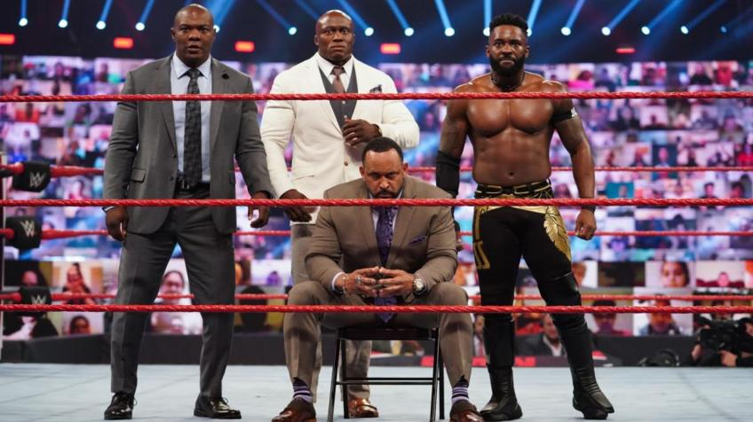 Una star WWE si offre all'Hurt Business: ecco l'indizio social