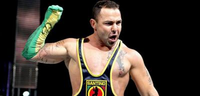 Kofi Kingston rende omaggio a Santino Marella